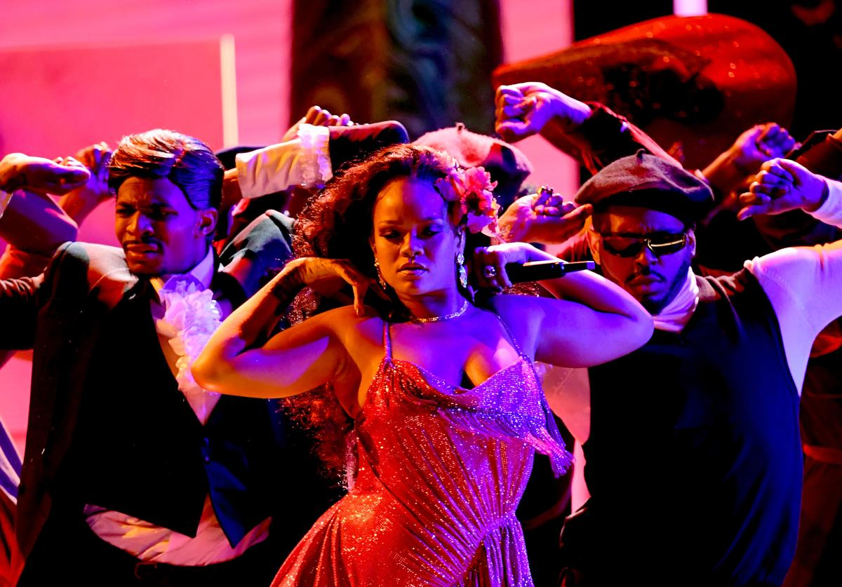 Rihanna performing Wild Thoughts