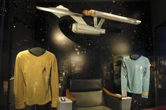 """""""Star Trek"""" Costume Worn During US Television's First Interracial Kiss Up For Auction"""