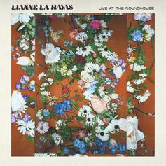 "Lianne La Havas Brings The Acoustic Soul On New EP ""Live At The Roundhouse"""