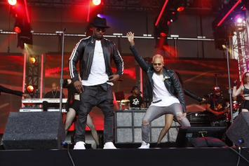 "Jamie Foxx & Chris Brown Perform ""You Changed Me"" On Jimmy Kimmel"