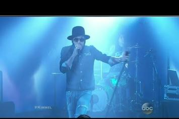 """Yelawolf Performs """"American You"""" On Jimmy Kimmel With Travis Barker"""