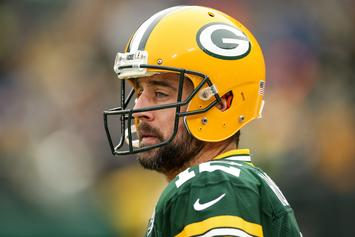 """Aaron Rodgers Calls Negative Story A """"Smear Attack"""" From """"Bitter Players"""""""