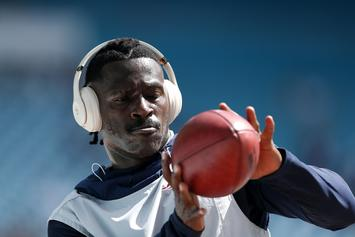 "Antonio Brown Claims The World Is Against Him: ""Never Trust They"""