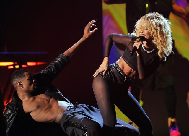 Rihanna performing at the grammys 2012