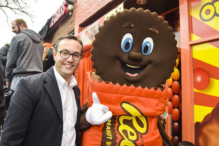 This machine will let you exchange your unwanted candy for Reese's